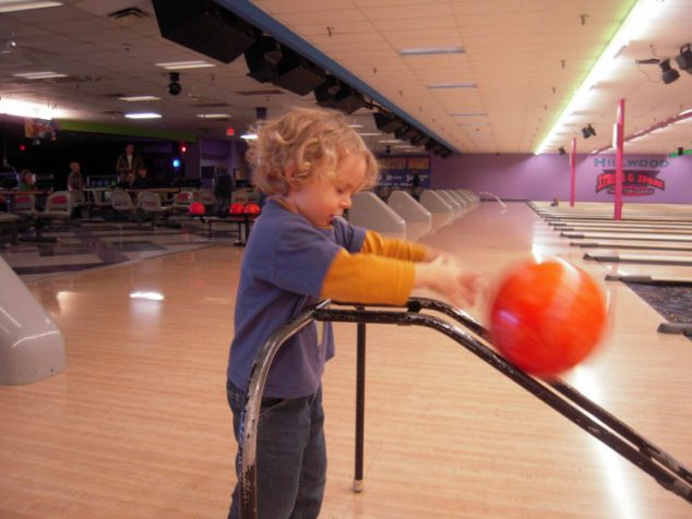 family activities kids bowling