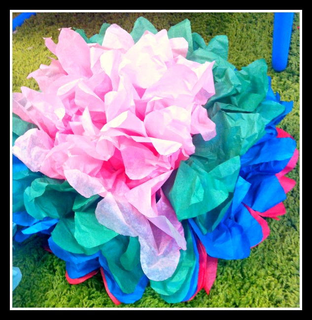 how to make tissue paper flowers verywell family - 633×650