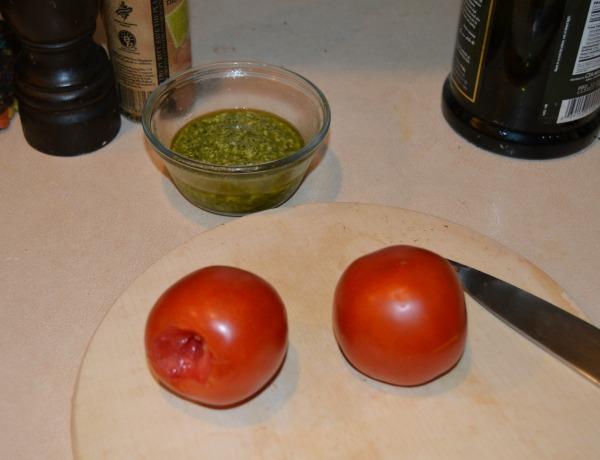 tomato and pesto pasta ingredients