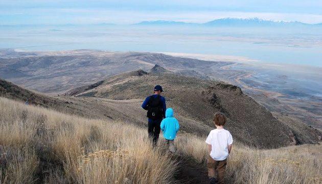 How To Make Family Hiking Trips Fun