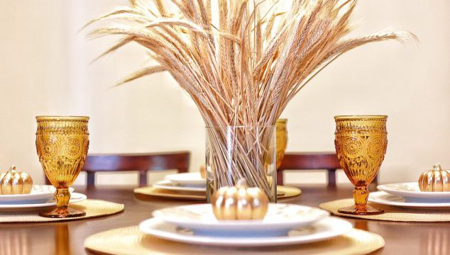 Tips For Setting A Thanksgiving Table That Is Simple Yet Elegant