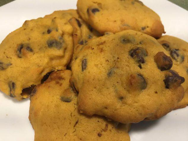 Easy Soft Pumpkin Chocolate Chip Cookies