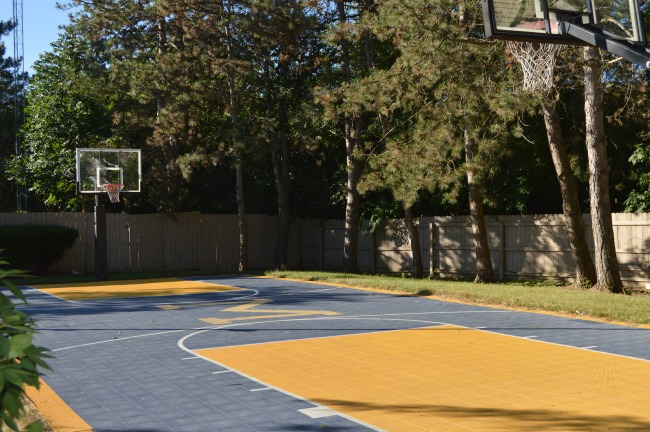 hotel with basketball court