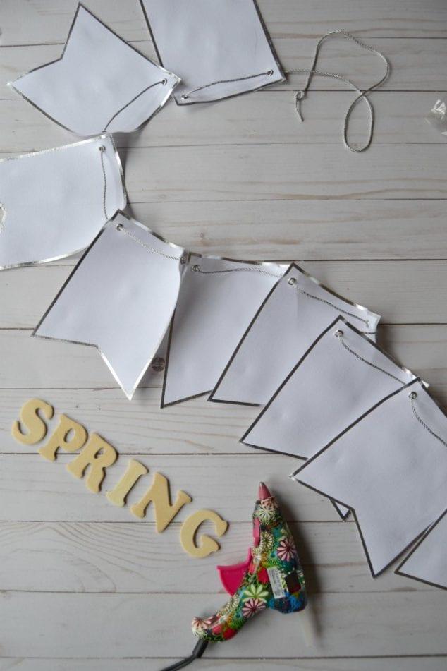 DIY spring banner for mantel